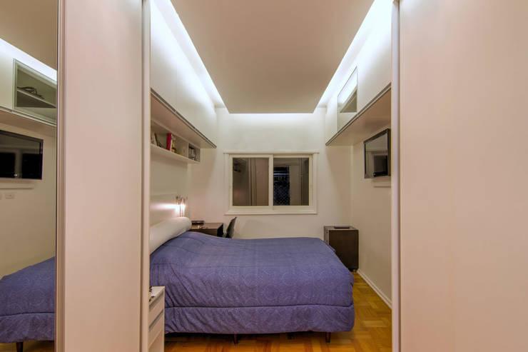 Apartamento Bom Retiro – 100m²: Quartos  por Raphael Civille Arquitetura