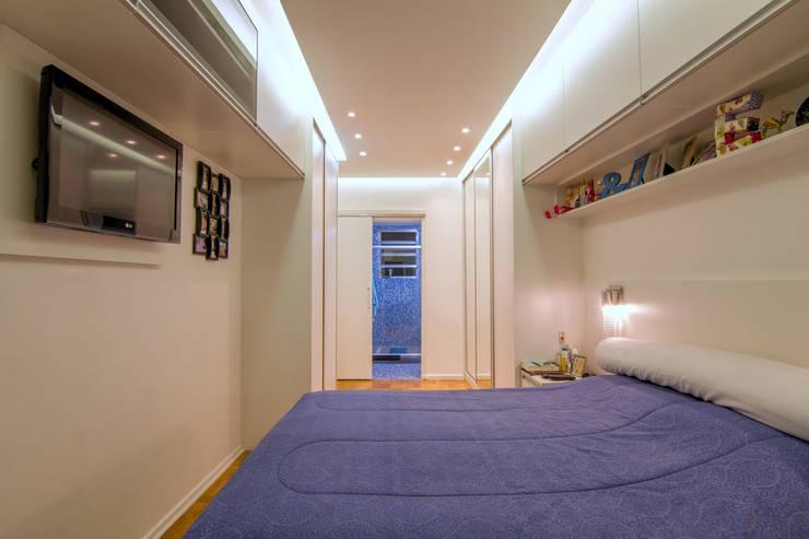 Apartamento Bom Retiro - 100m²: Quartos  por Raphael Civille Arquitetura