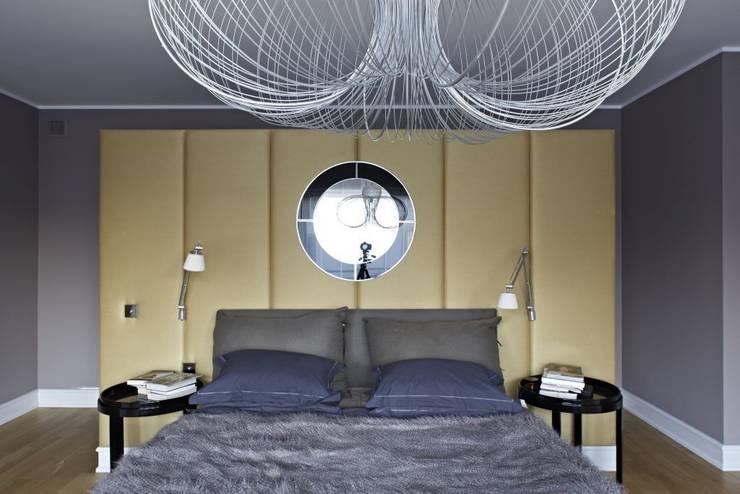 Dom w Wilanowie: styl , w kategorii Sypialnia zaprojektowany przez BBHome Design