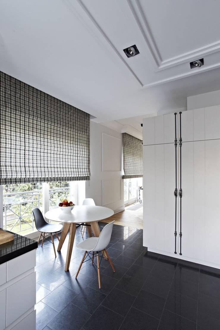 Dom w Wilanowie: styl , w kategorii Kuchnia zaprojektowany przez BBHome Design
