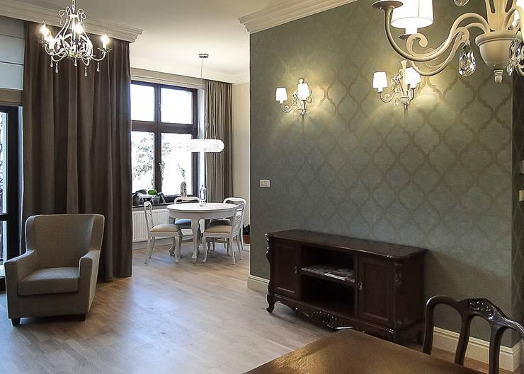 klasyczne mieszkanie w zabytkowej kamienicy: styl , w kategorii Salon zaprojektowany przez Inspiration Studio,