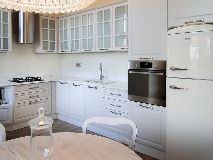 klasyczne mieszkanie w zabytkowej kamienicy: styl , w kategorii Kuchnia zaprojektowany przez Inspiration Studio