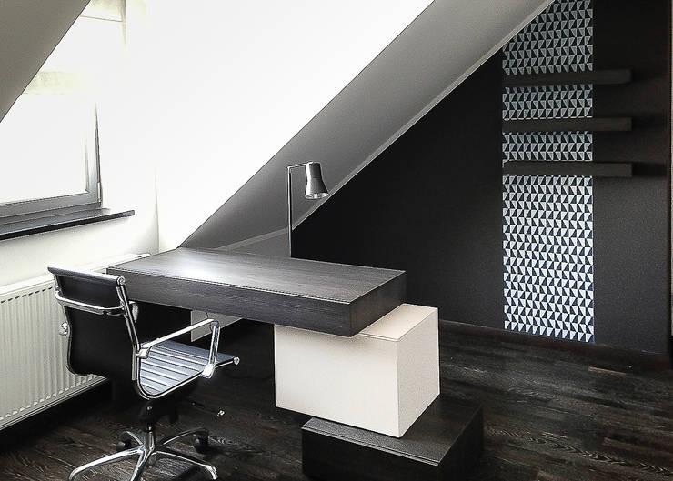 nowoczesny dom z czerwienią: styl , w kategorii Domowe biuro i gabinet zaprojektowany przez Inspiration Studio