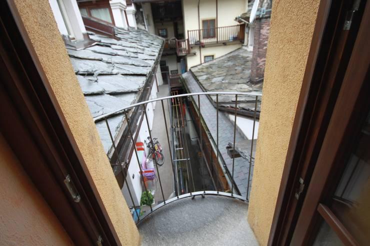 balconcino:  in stile  di Agenzia San Grato di Marcoz Carlo