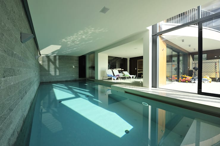 Pool: moderner Pool von zone architekten