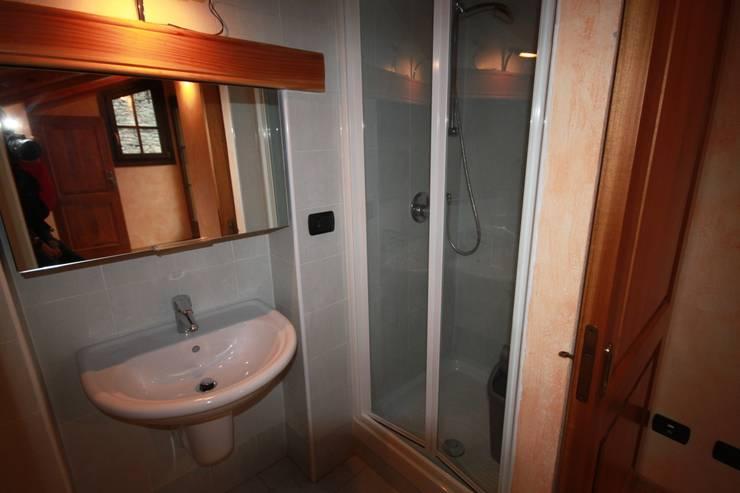 bagno:  in stile  di Agenzia San Grato di Marcoz Carlo