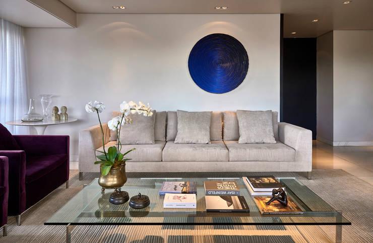 Sala de estar: Salas de estar modernas por Fernanda Sperb Arquitetura e interiores