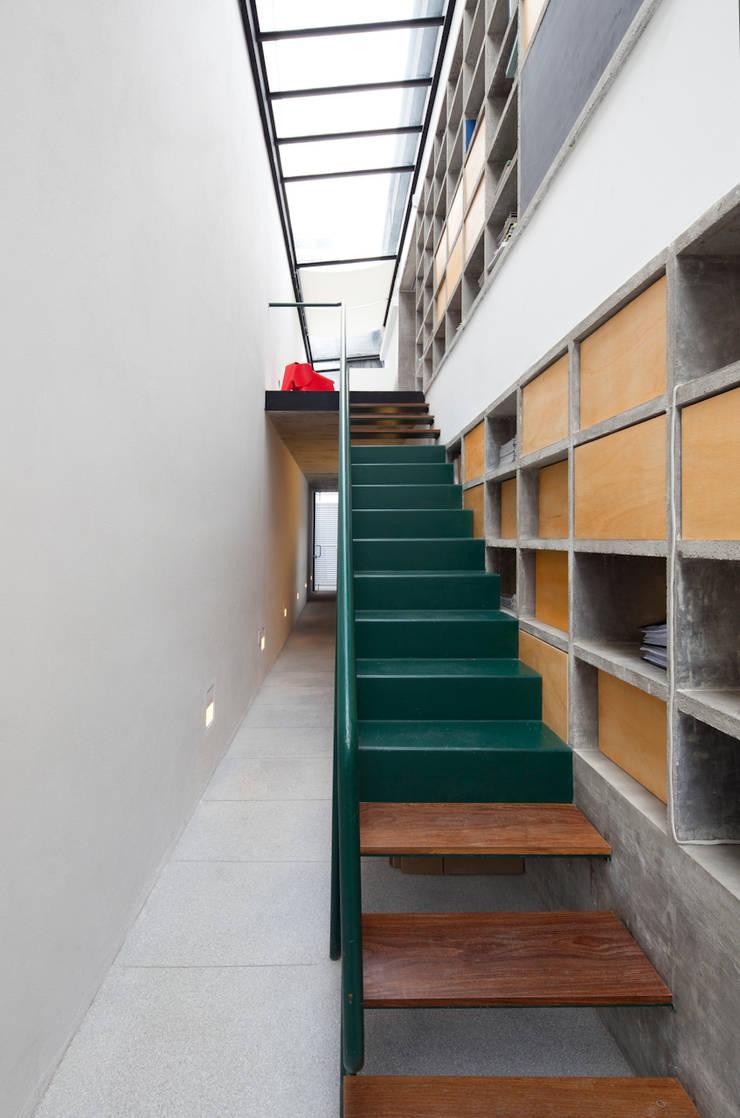 Ateliê Luis Anhaia: Edifícios comerciais  por Zemel+ ARQUITETOS