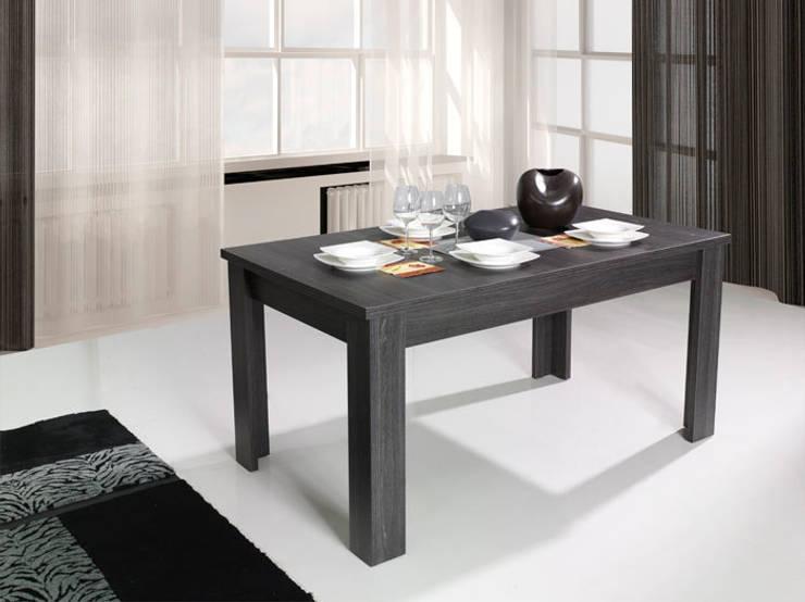 Mesa de comedor Soria 160x80x80cm en color madera haya oscuro: Salones de estilo  de Domensino