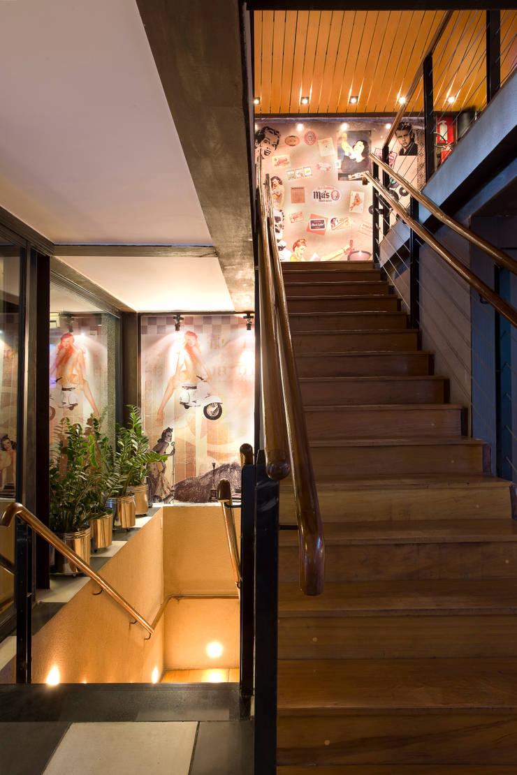 Escadas Bares e clubes modernos por Fernanda Sperb Arquitetura e interiores Moderno