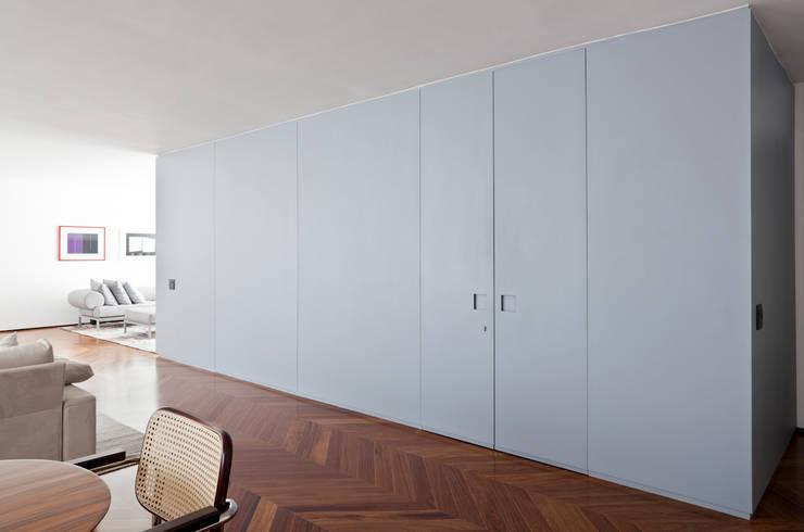 Apartamento Jaú: Parede e pavimento  por Zemel+ ARQUITETOS