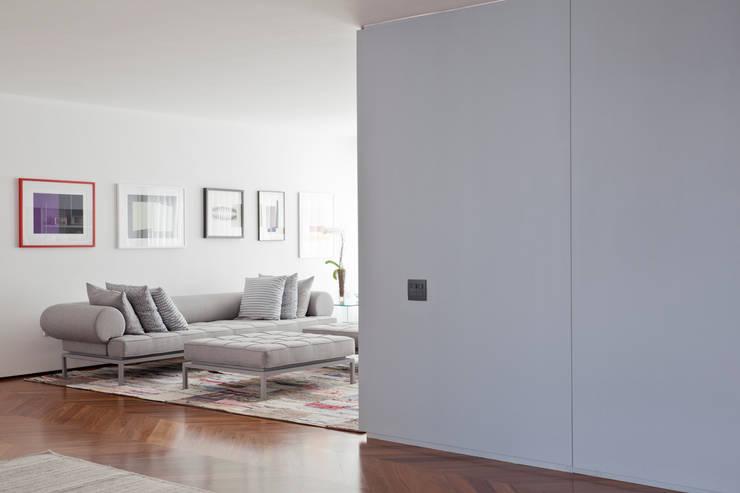 Apartamento Jaú: Sala de estar  por Zemel+ ARQUITETOS
