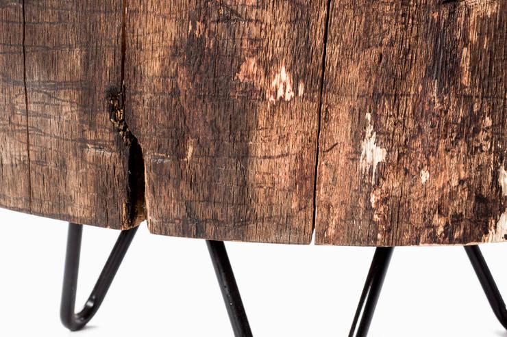 Stolik kawowy z drewna dębu - plaster. Onetree 9.: styl , w kategorii Salon zaprojektowany przez Onetree