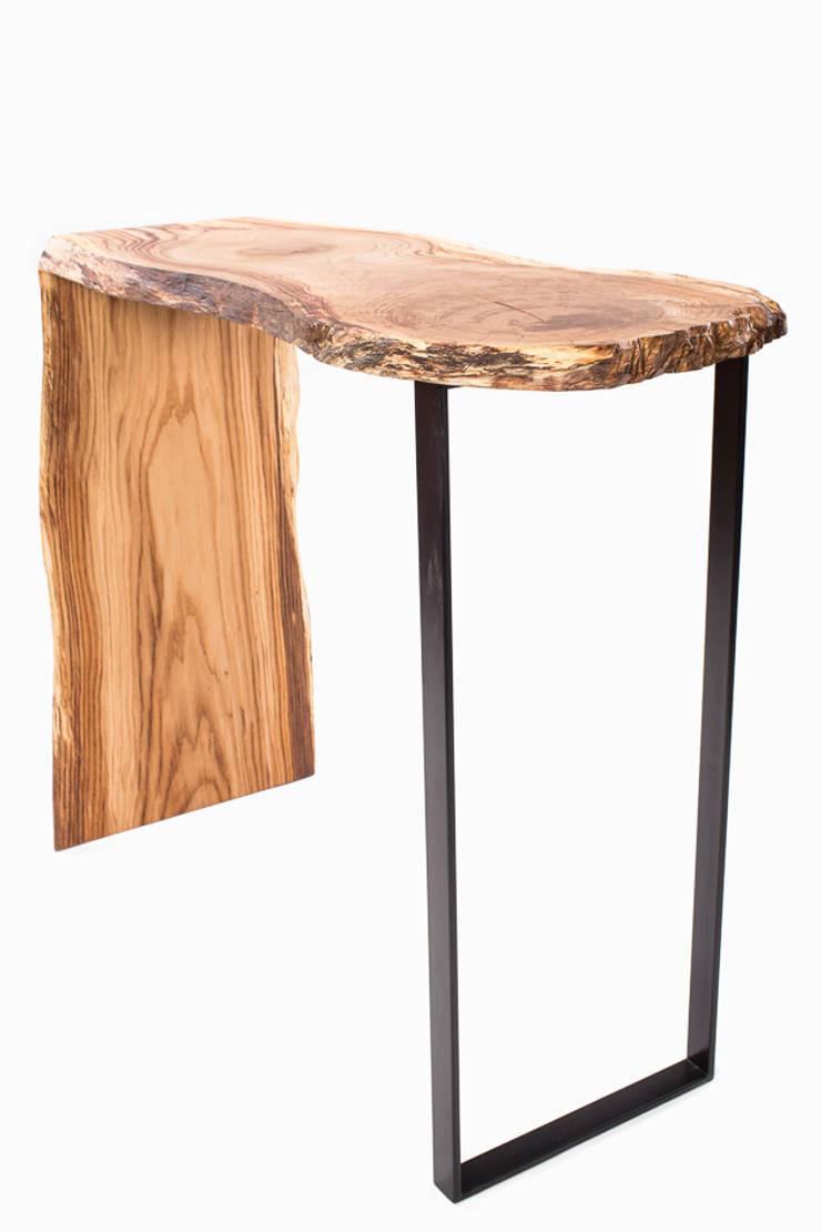 Konsola z drewna dębu. Onetree 17.: styl , w kategorii Korytarz, hol i schody zaprojektowany przez Onetree