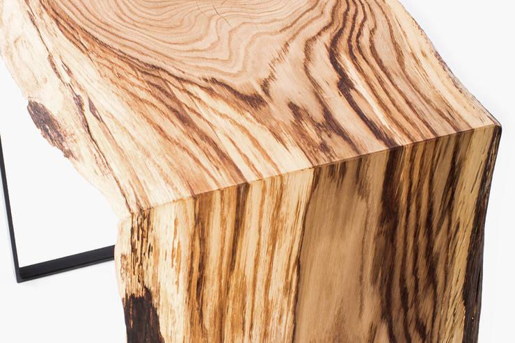Konsola z drewna dębu. Onetree 17.: styl , w kategorii Salon zaprojektowany przez Onetree