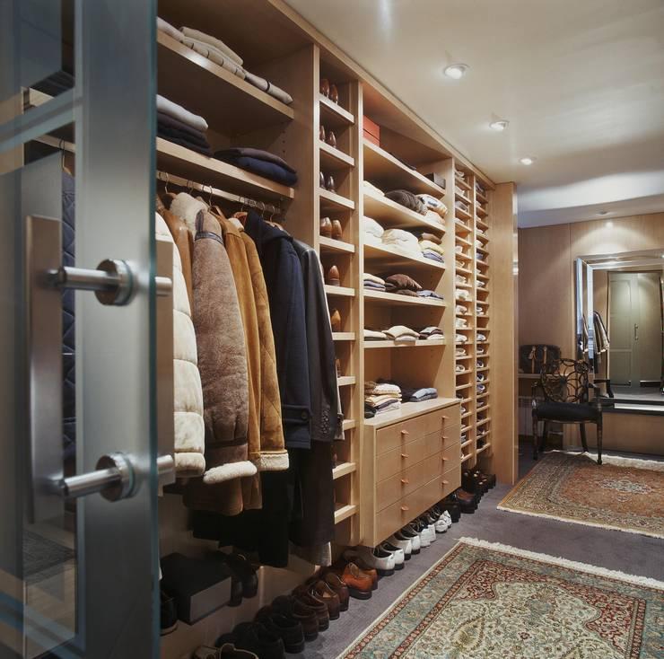 Projekty,  Garderoba zaprojektowane przez Ojinaga