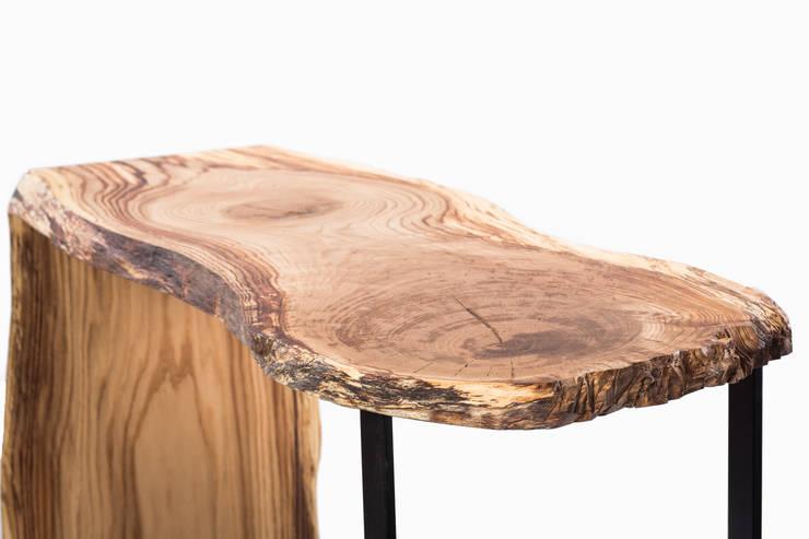 Konsola z drewna dębu. Onetree 17.: styl , w kategorii Domowe biuro i gabinet zaprojektowany przez Onetree