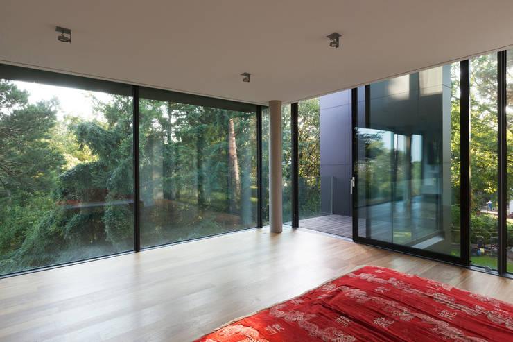 minimalistic Bedroom by Architekt Zoran Bodrozic