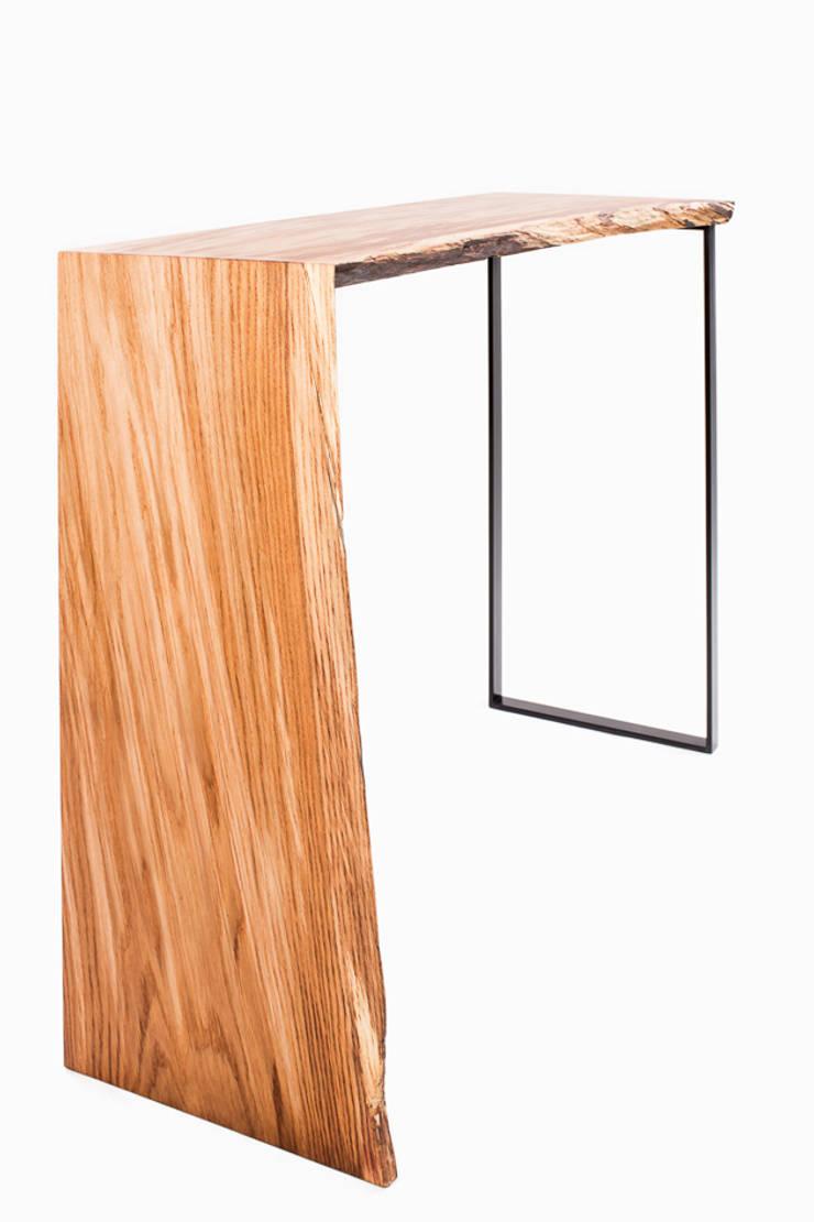 Konsola z drewna dębu. Onetree 19.: styl , w kategorii Salon zaprojektowany przez Onetree