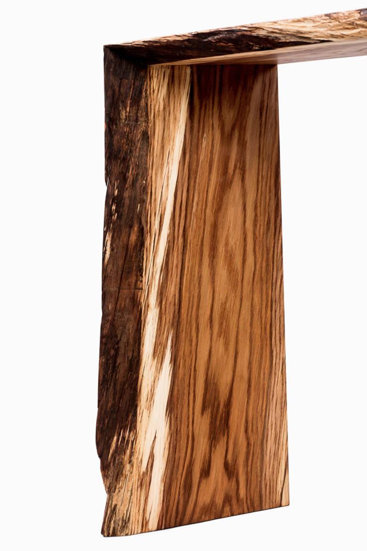 Konsola z drewna dębu. Onetree 19.: styl , w kategorii Domowe biuro i gabinet zaprojektowany przez Onetree