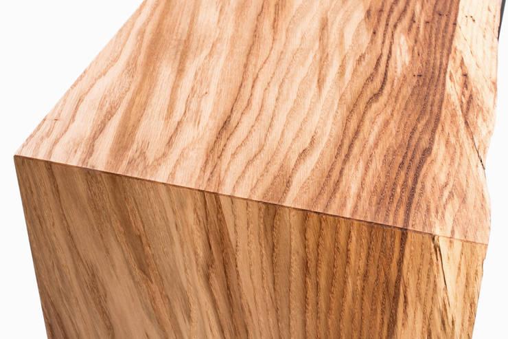 Konsola z drewna dębu. Onetree 19.: styl , w kategorii Korytarz, hol i schody zaprojektowany przez Onetree