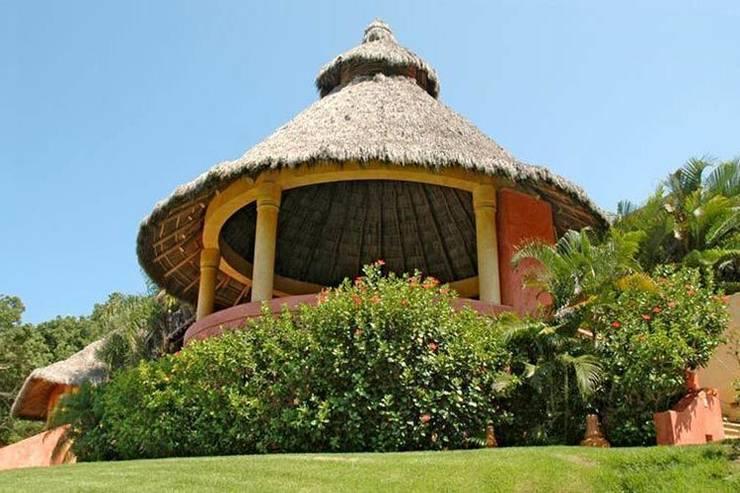 Casa Mis Amores: Jardines de estilo topical por BR  ARQUITECTOS