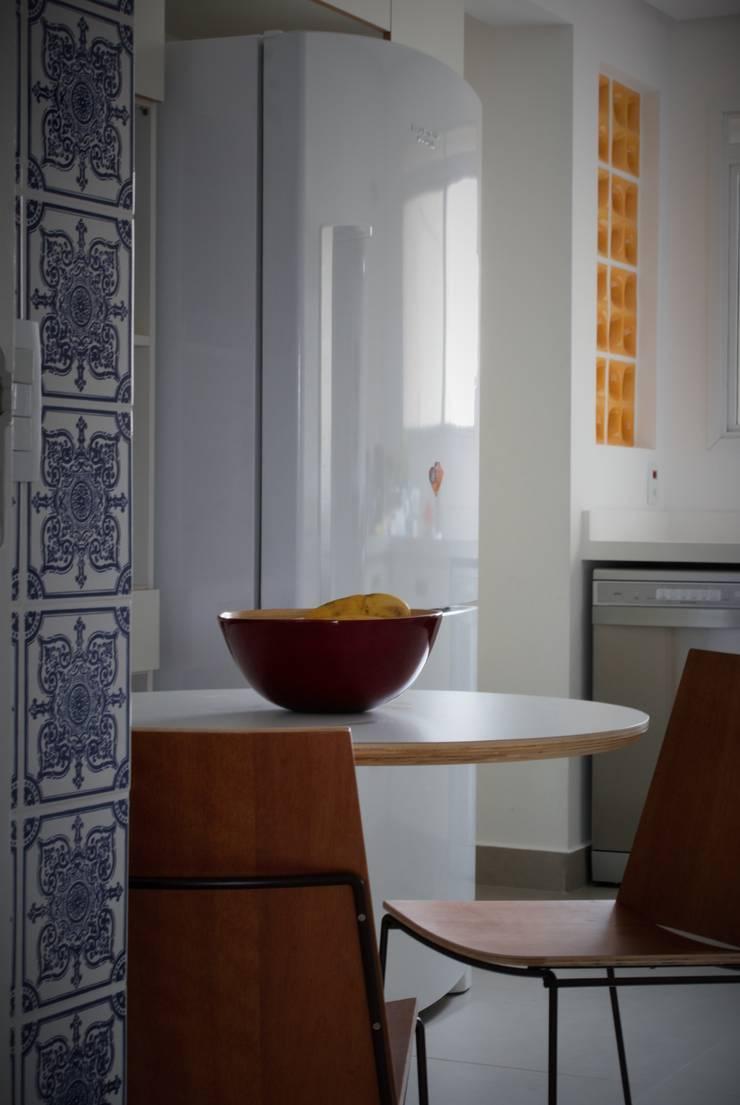 Cozinha : Cozinhas modernas por Gisele Emery Arquitetura