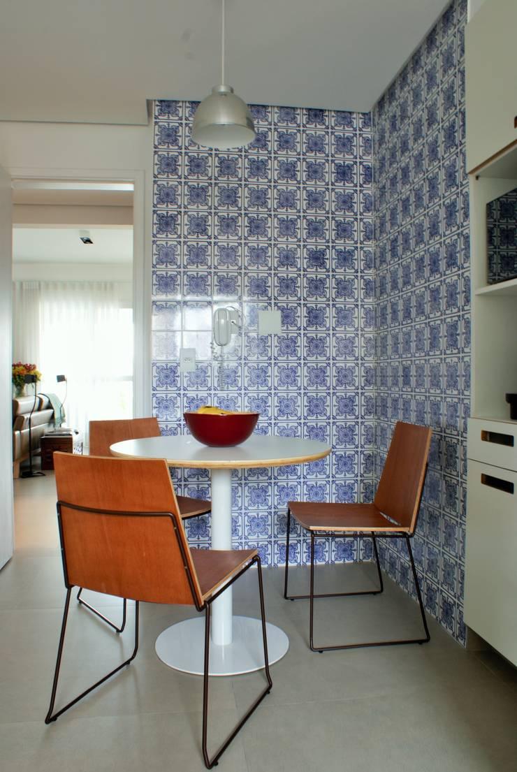 Apartamento Brooklin: Cozinhas  por Gisele Emery Arquitetura,