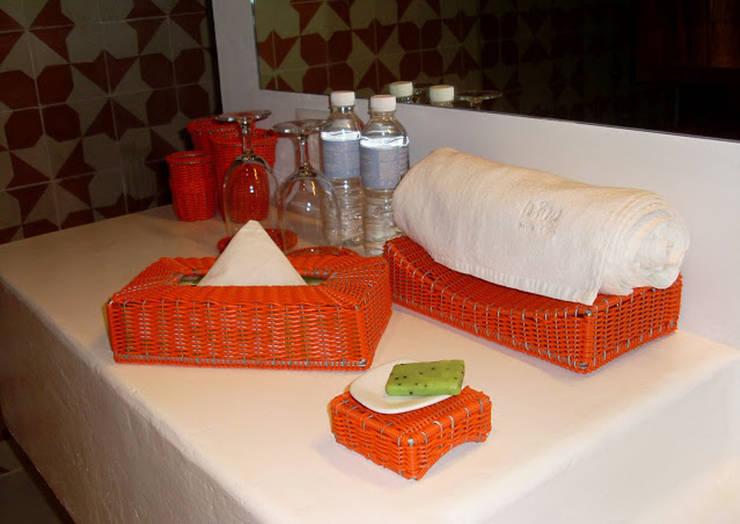 Baños de estilo  por Akele Mobiliario