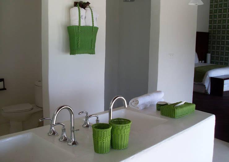 Decoración.: Baños de estilo  por Akele Mobiliario
