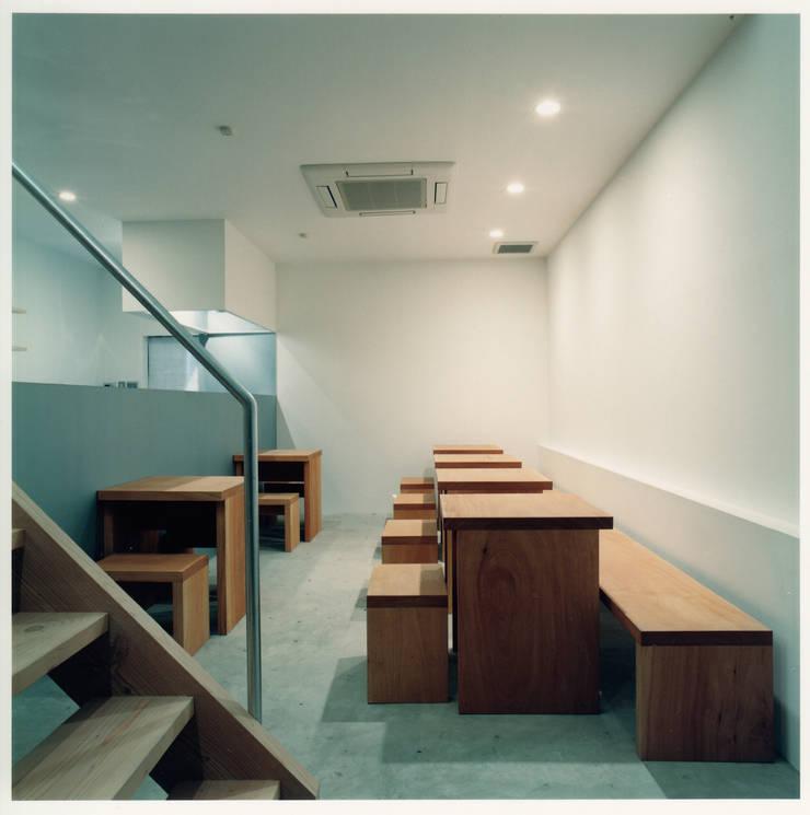 Gastronomia in stile minimalista di 井戸健治建築研究所 / Ido, Kenji Architectural Studio Minimalista