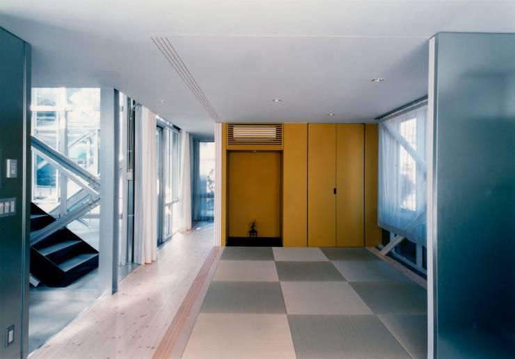 1階 母世帯和室 モダンデザインの リビング の 井戸健治建築研究所 / Ido, Kenji Architectural Studio モダン