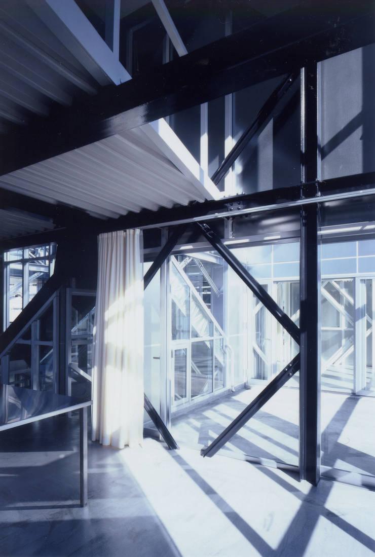 2階 兄世帯LDK モダンデザインの リビング の 井戸健治建築研究所 / Ido, Kenji Architectural Studio モダン