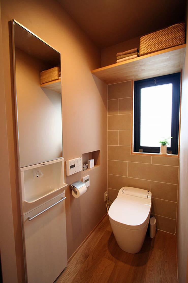 御所南の家 マンションリフォーム: 株式会社ローバー都市建築事務所が手掛けた浴室です。
