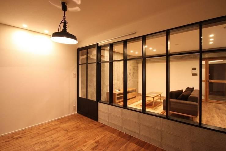 寝室: ASTERが手掛けた寝室です。