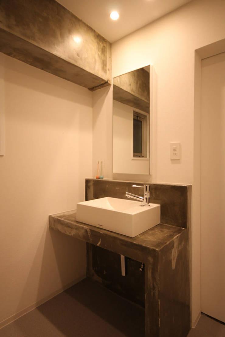 洗面所: ASTERが手掛けた浴室です。