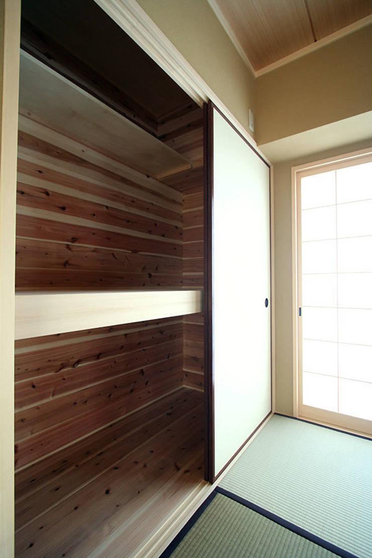 ハイツ白川 自然素材の家: 株式会社ローバー都市建築事務所が手掛けた和室です。