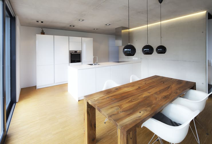 minimalistic Kitchen by Schiller Architektur BDA