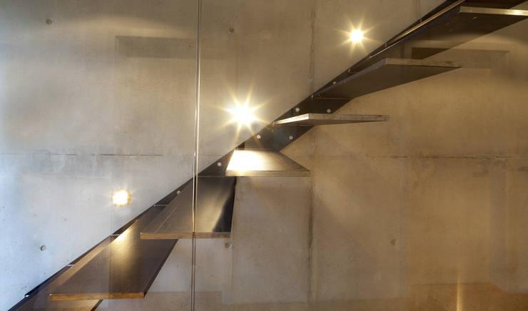 Corridor & hallway by Schiller Architektur BDA