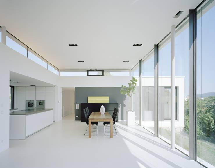 Einfamilienhaus PF08 im Grossraum Stuttgart: moderne Esszimmer von Schiller Architektur BDA