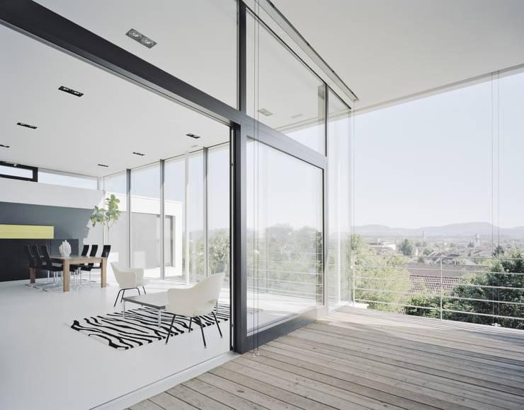 Einfamilienhaus PF08 im Grossraum Stuttgart: moderne Wohnzimmer von Schiller Architektur BDA