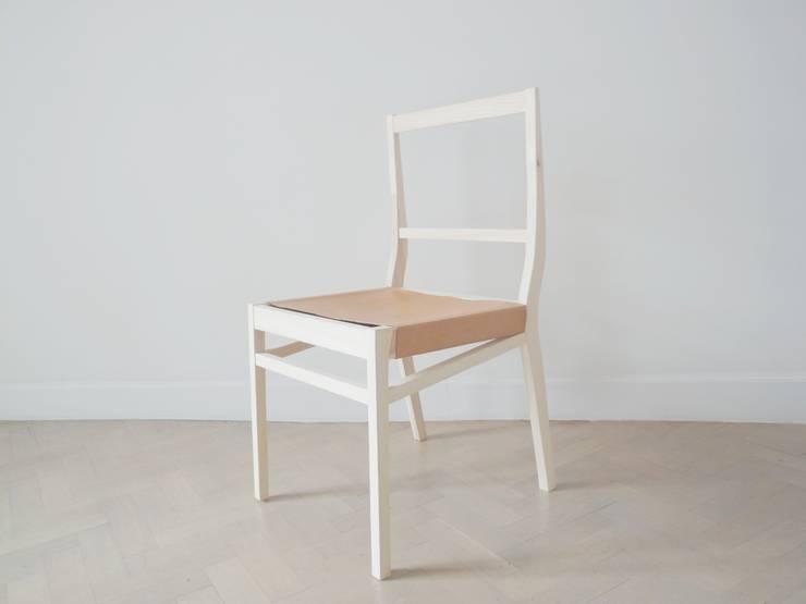 wooden chair:  Woonkamer door Charlotte Jonckheer