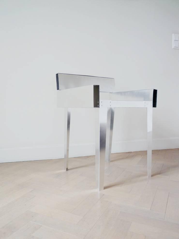 metal chair 2011:  Woonkamer door Charlotte Jonckheer