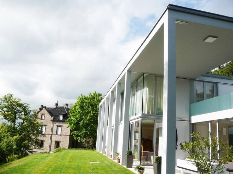 Eingansbereich: moderne Häuser von GESSNER INNENARCHITEKTUR
