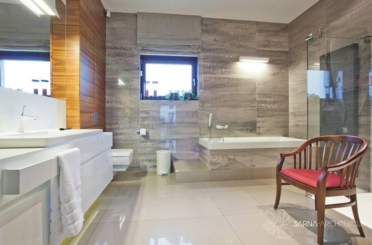 HOUSE WITH A PERSPECTIVE: styl , w kategorii Łazienka zaprojektowany przez SARNA ARCHITECTS   Interior Design Studio