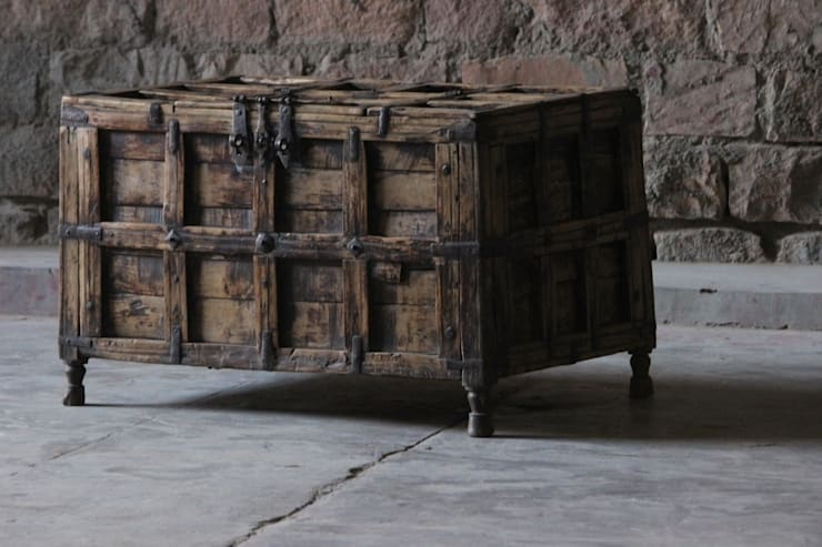Chetna Antique Timber and Steel Trunk: rustic Study/office by Little Tree Furniture