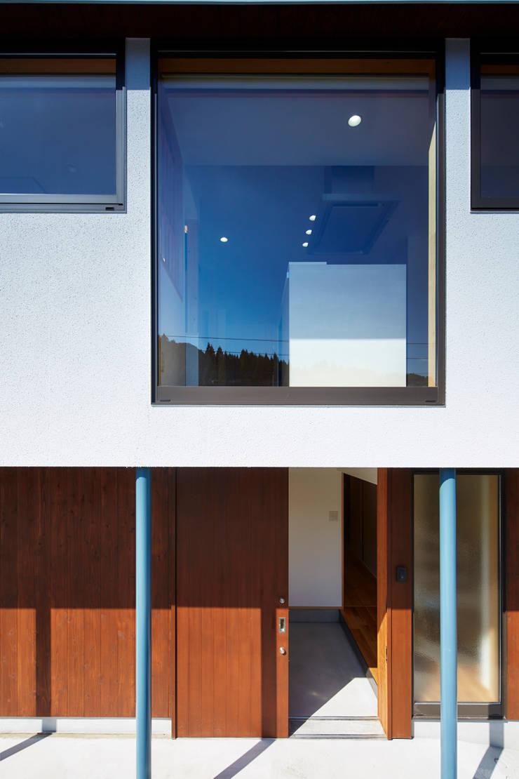 外観ー玄関廻り: 川良昌宏建築設計事務所 Kawara Masahiro Architect Officeが手掛けたです。