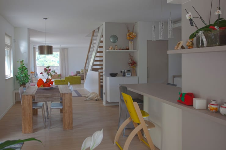 Casa Rialti, un mix tra innovazione e tradizione: Sala da pranzo in stile  di STP srl