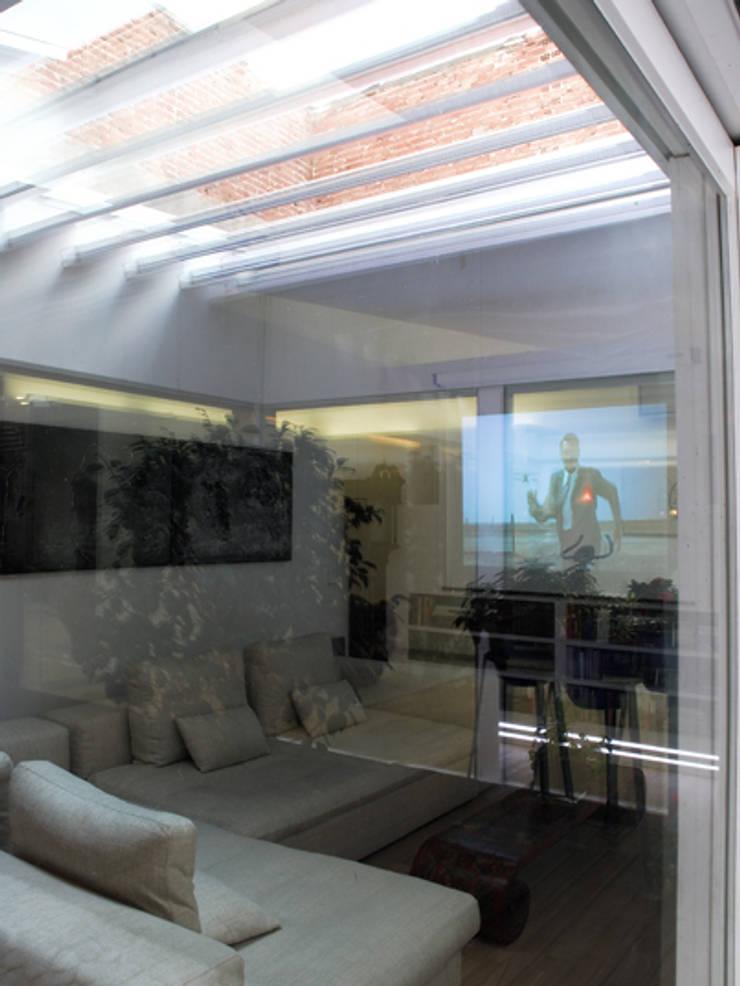 MAGENTA: Salones de estilo  de Sucursal urbana universo Sostenible