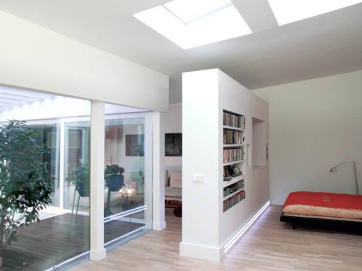 MAGENTA: Dormitorios de estilo  de Sucursal urbana universo Sostenible